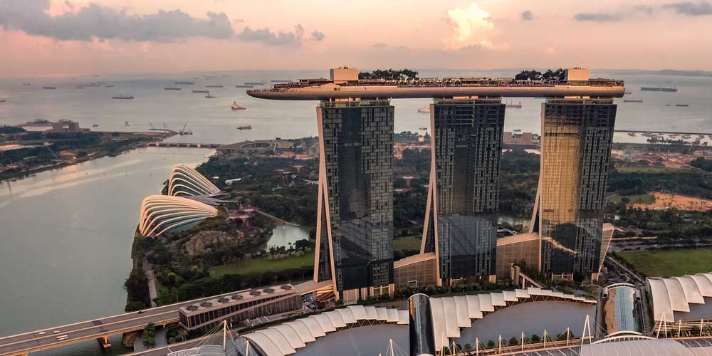 what can singapore expats expect from the city